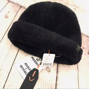 URBAN OUTFITTERS MENS BLACK FUZZY WINTER HAT NWT